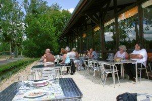 Le snack/bar résidence Moncontour Active Park au coeur base de loisirs